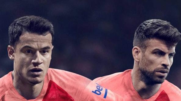 1c87d0796c851 El FC Barcelona ha revelado de forma oficial cuál será su equipación  alternativa para a la temporada 2018-2019. Se trata de una camiseta de  color rosa que ...