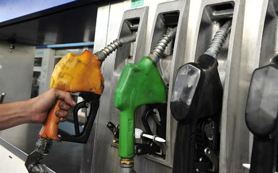 Sexta reducción consecutiva en el precio de los combustibles