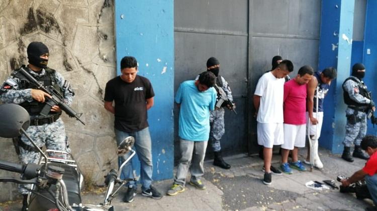 Controles policías permiten la captura de siete sujetos al interior ... dd606885d50