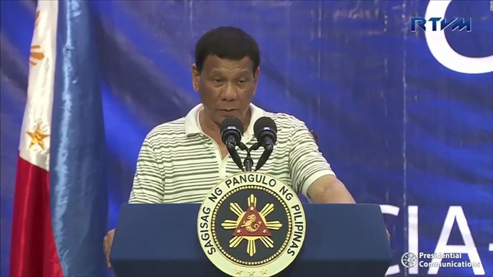 Cucaracha 'opositora' camina sobre el presidente de Filipinas durante discurso en vivo