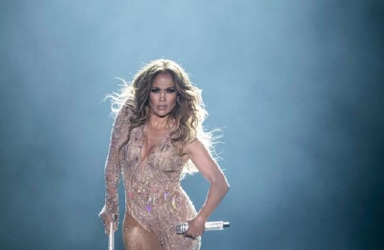 Jennifer López se muestra muy atractiva en Instagram presentando Baila Conmigo