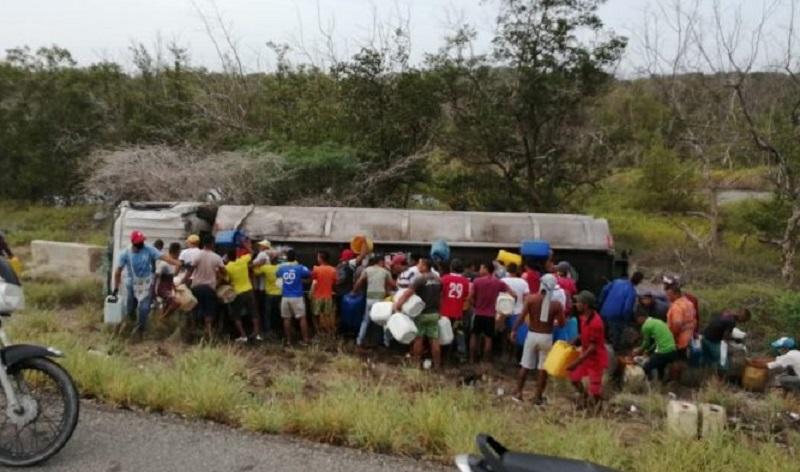Terrible explosión se produjo mientras decenas de personas saqueaban el camión