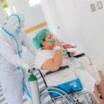 Trasladan 20 pacientes con COVID-19 para recibir atención en Hospital El Salvador