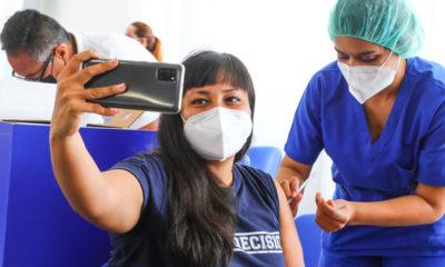 La fotoperiodista de @elsalvadorcom , @MenlyCortz , ya recibió su primera dosis de la vacuna contra el COVID-19 en el Megacentro de Vacunación.